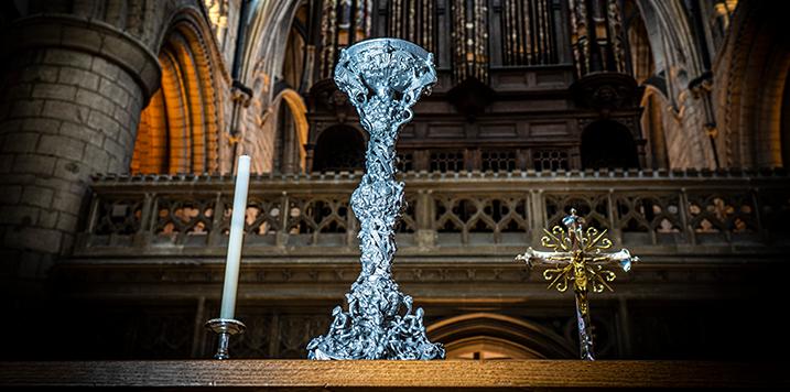 RENISHAW recrea una réplica del candelabro de Gloucester mediante fabricación aditiva metálica